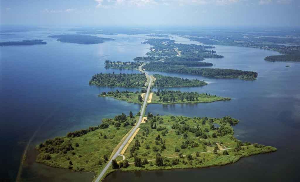Causeway crossing 11 islands of Long Sault Parkway