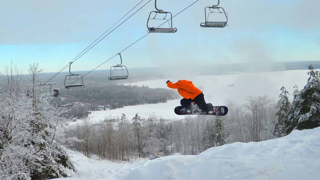 Ontario snowboarding resort at Calabogie Peaks Ottawa