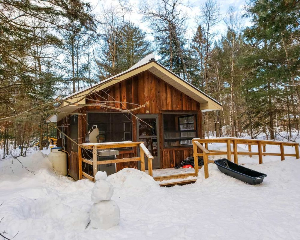 Winter cabins for Ontario snowshoeing in Provincial Parks