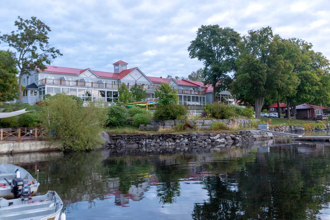 A white cottage-style resort on a lake in Peterborough Ontairo