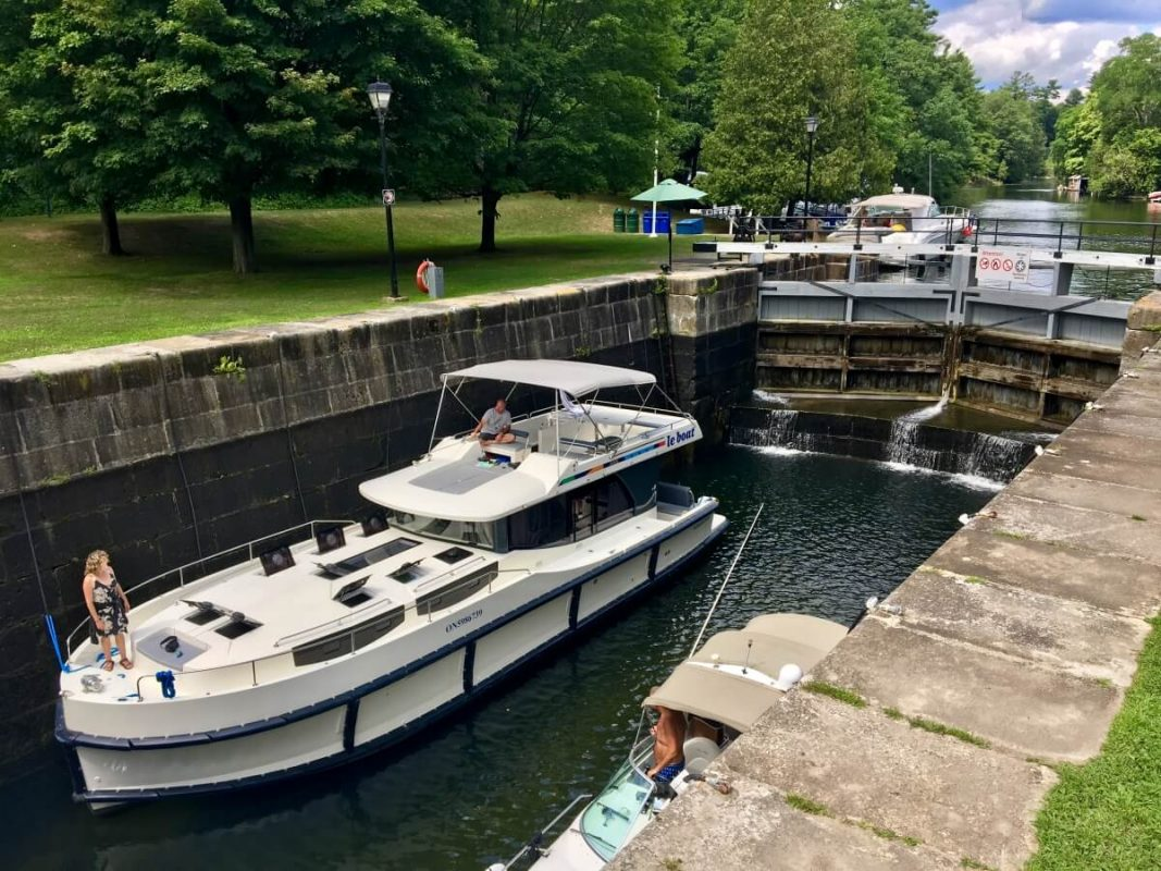 Le Boat's Horizon 3 in the a Rideau Canal lock